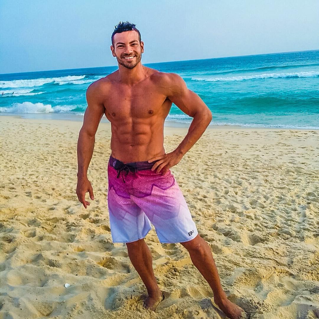 Atleta Men's Physique Breno Neves mostra nova forma física em praia do Rio. Foto: Arquivo pessoal