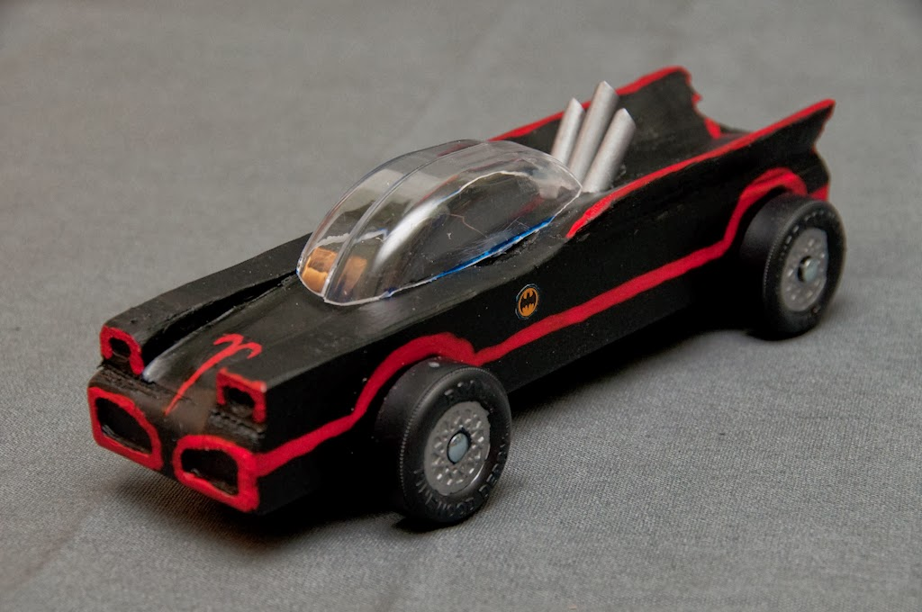 The batmobile show diy batmobile pinewood derby cars for Pinewood derby car image