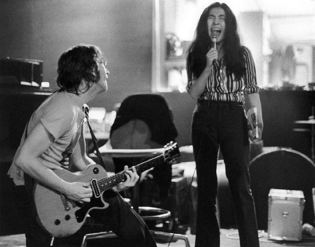http://3.bp.blogspot.com/-spgzI4eOkxA/UBlUKnb2I6I/AAAAAAAAVbQ/8EyhOvEN3aE/s1600/Lennon+Ono+Bob+Gruen+1972.jpg