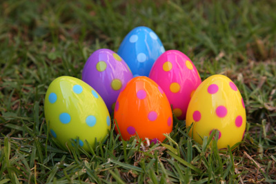 Como decorar huevos de pascua muy f cil portal de for Como pintar huevos de pascua