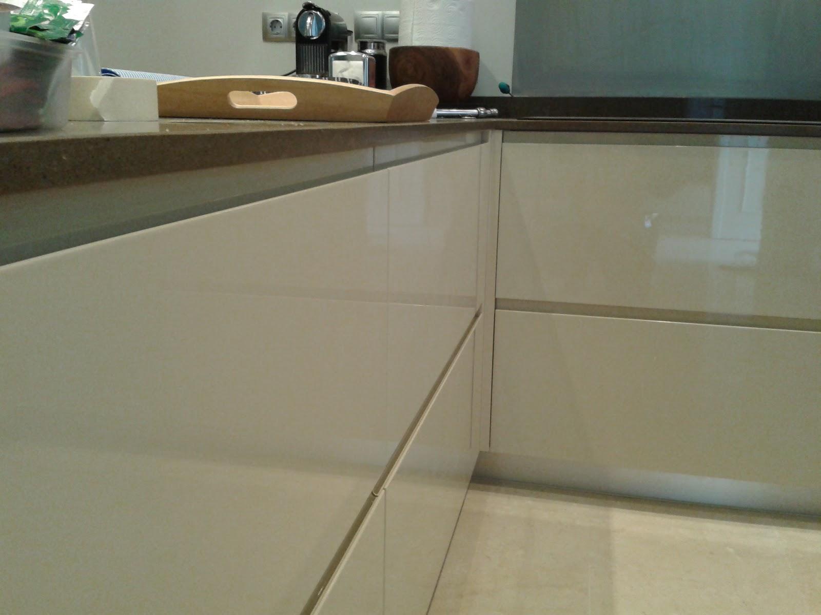 COCINA IV en Crema brillo | Terral muebles a medida y tarimas de ducha