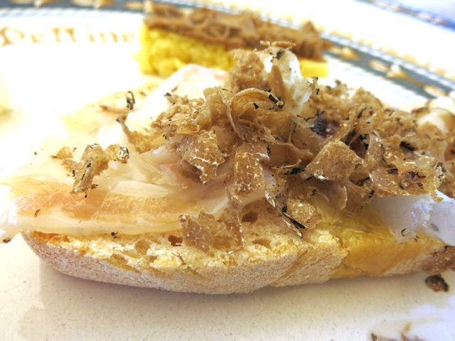 Bruschetta with lardo and truffles