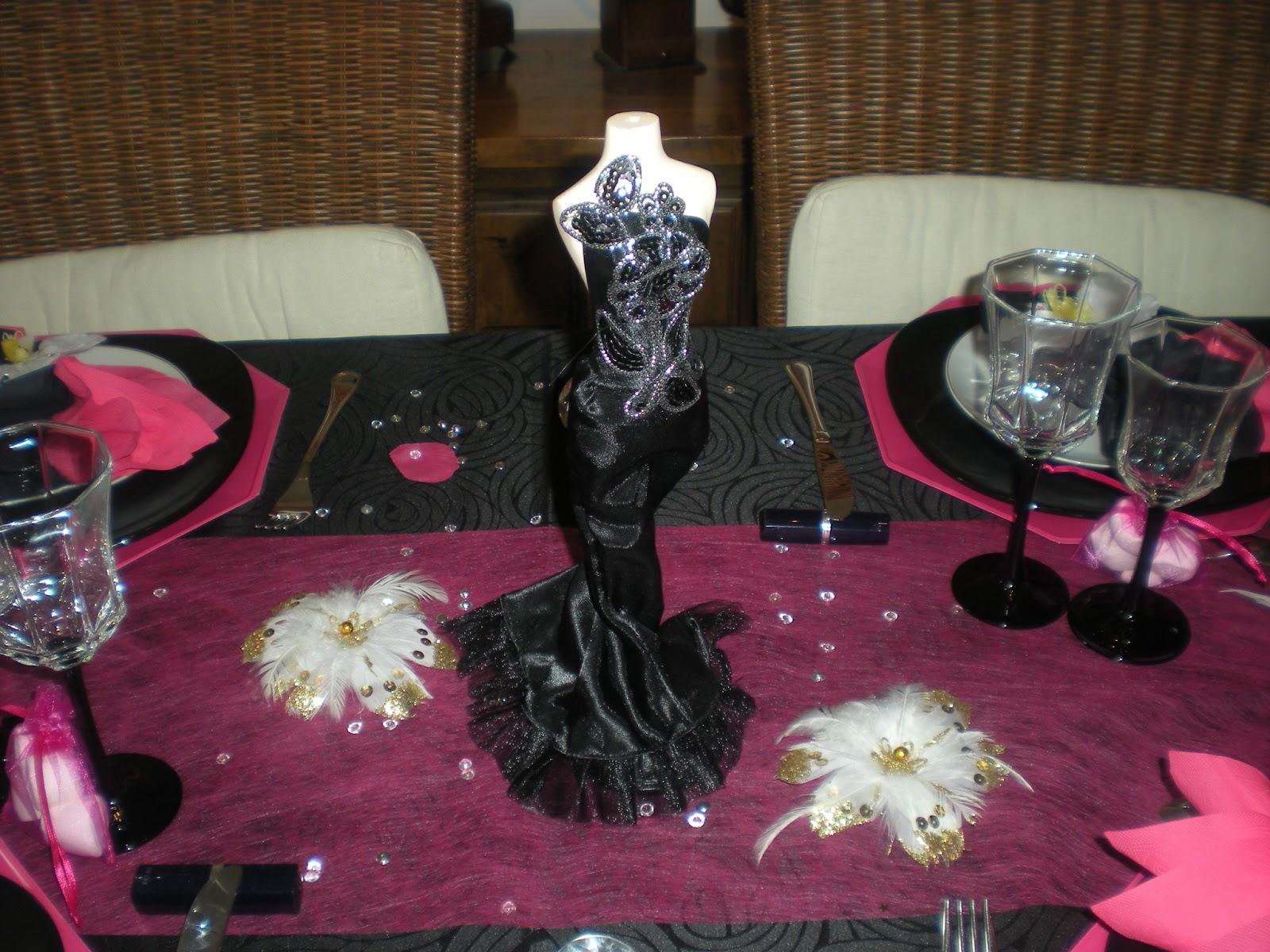 D co th mes d co de table girly en noir et rose fushia for Deco de table noir et rose