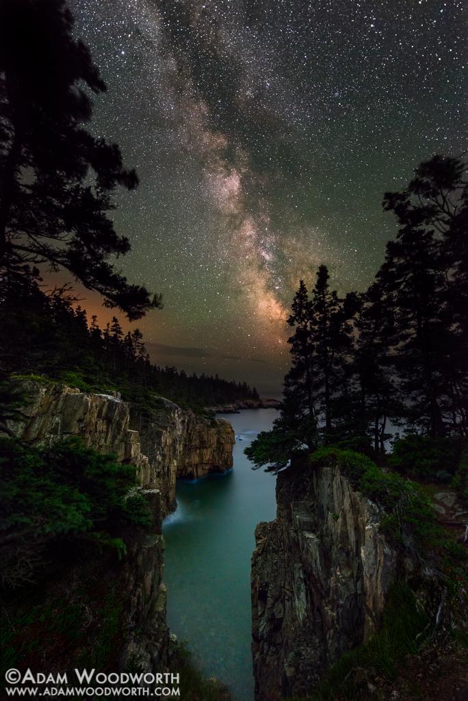 Dải Ngân Hà khi quan sát từ vách đá Raven's Nest ở Công viên Quốc gia Acadia ở Maine, đông bắc Vương quốc Anh. Tác giả : Adam Woodworth.
