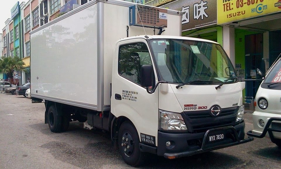 hino   refrigerated   box   ....for  felda      sold  by   abang  lori