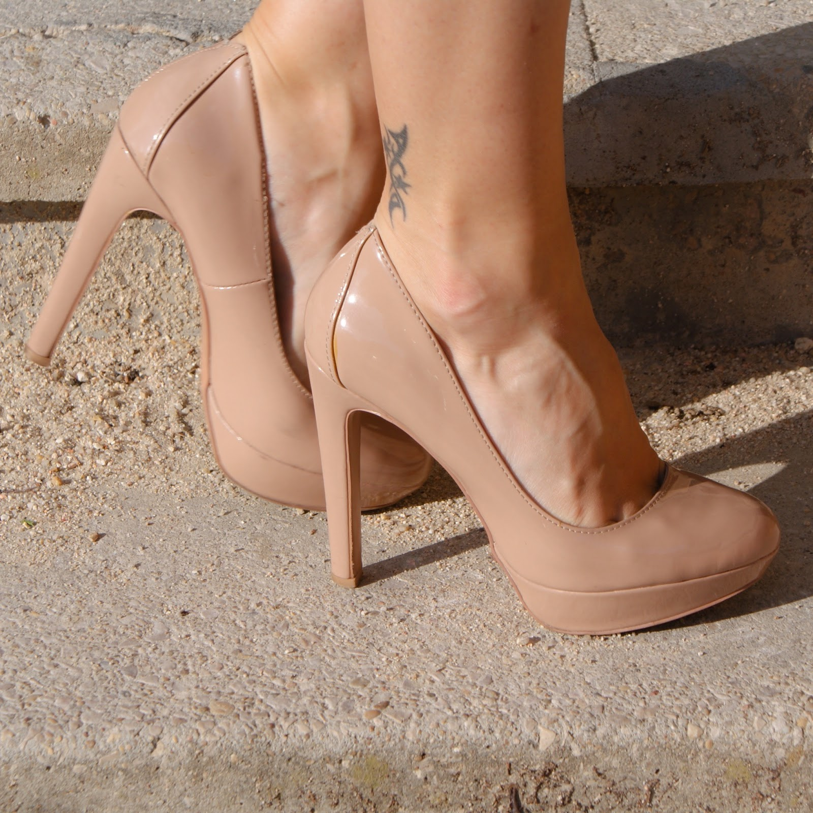 zapatos nude, look primavera titisclothing, rosa, falda lapiz y sudadera