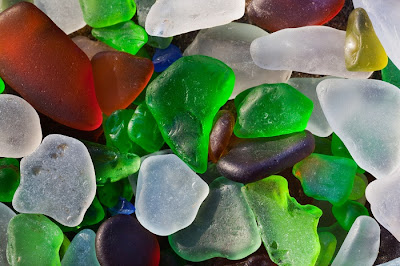 شاطىء الزجاج Glass-Beach-Colorful