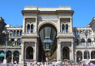 Милан. Улица под куполом