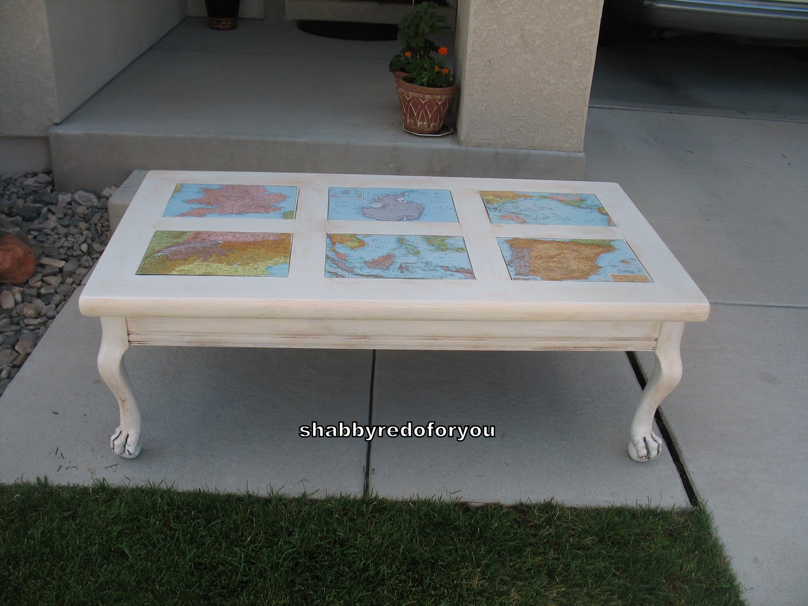 Shabby Redo For You Shabby Coffee Table with Decoupage World Maps