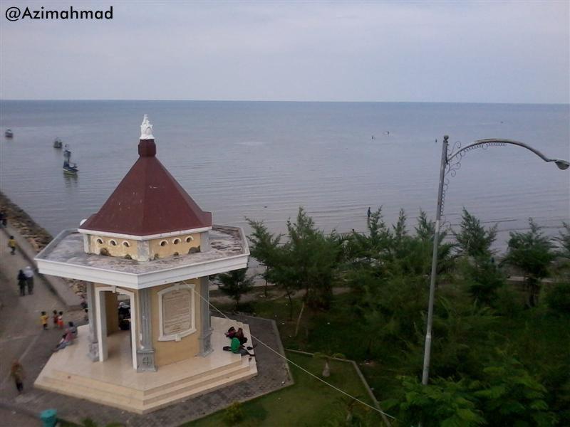Foto Wisata Pantai Boom Tuban, Pemandangan laut pantai utara Tuban.