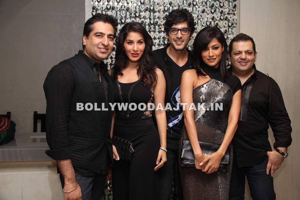 Chitrangada Singh, Sophie Chaudhry1 - Chitrangada Singh, Sophie Chaudhry at D7- Holiday Collect