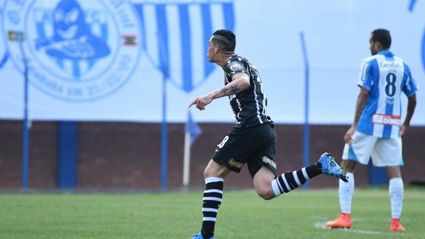 Com gols de ex-avaiano, Avaí perde em casa