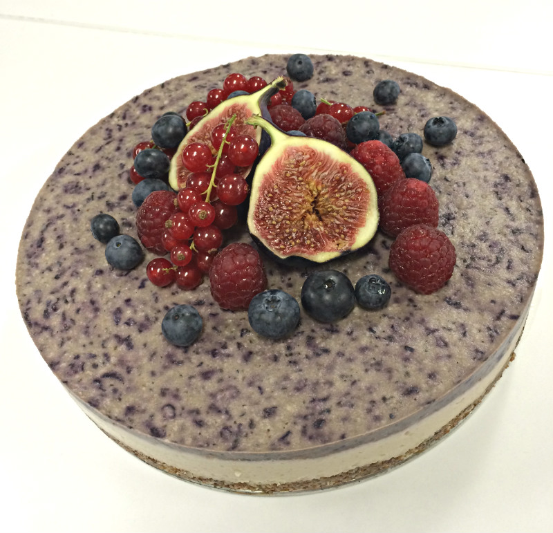 Delicious_Palea_Vegan_cheesecake with figs and berries