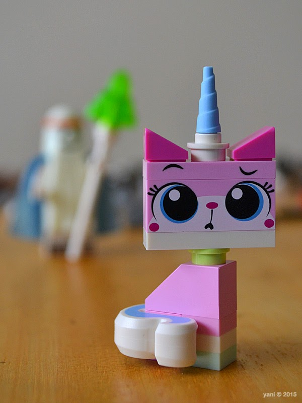 lego: double decker couch - confused kitty