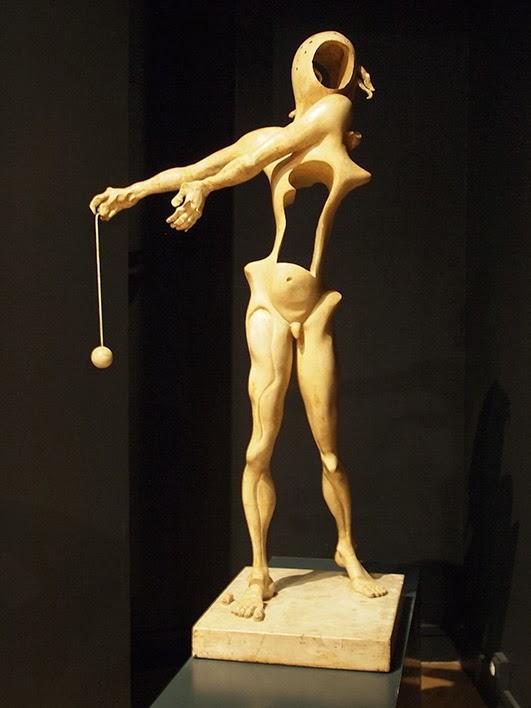 Hommage á Newton - Espace Dalí museum, Montmartre