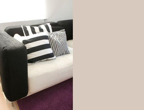 kirschkernproductions wohnzimmer schwarz weiss und ein wenig rot. Black Bedroom Furniture Sets. Home Design Ideas