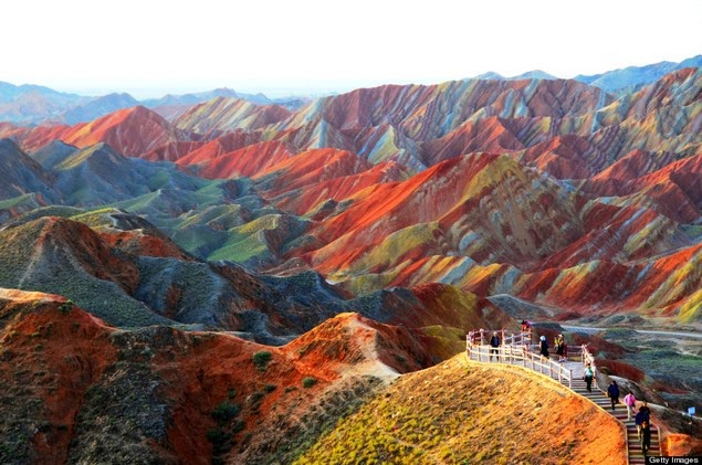 rainbow-colored-rock-formations-3