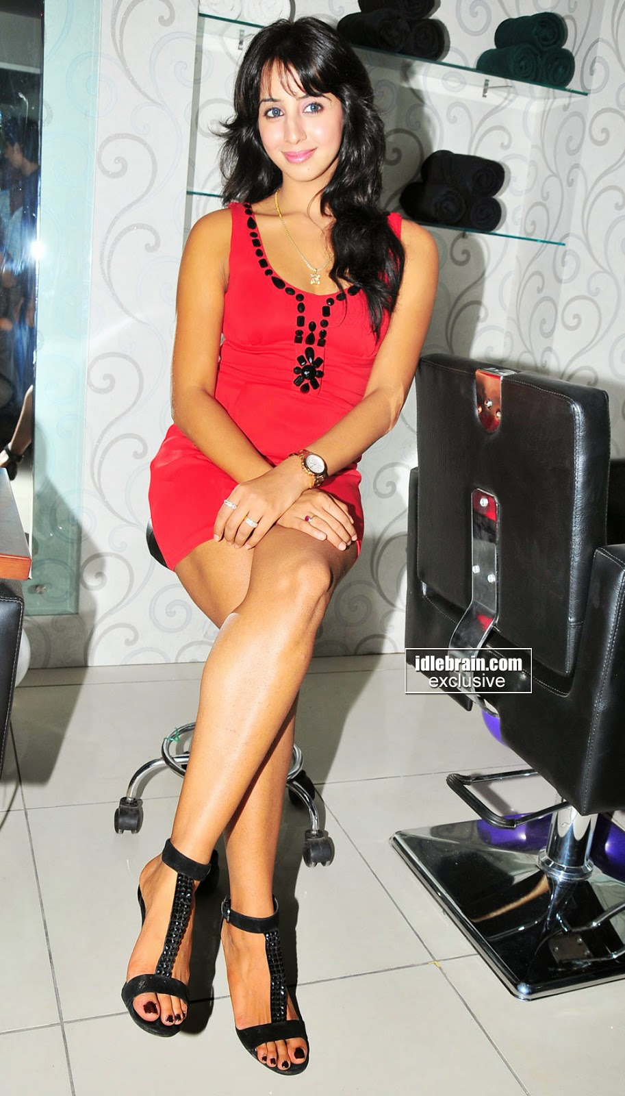 Sanjana at Naturals Family Salon