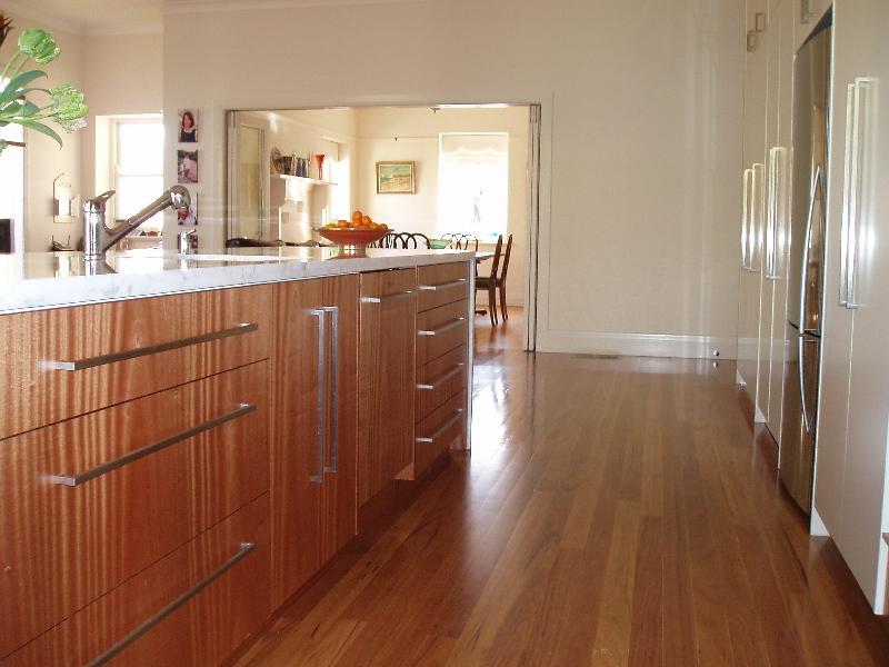 Kitchen Cabinet Hardware Images