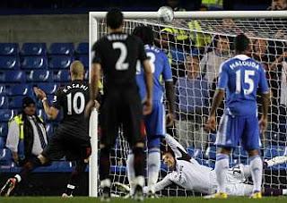 Fulham multa a un jugador por errar un penalti
