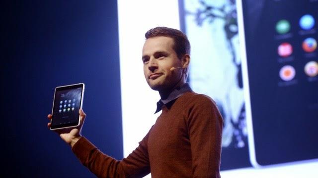Ο διευθυντής προϊόντων της Nokia Sebastian Nystrom παρουσιάζει το Ν1.