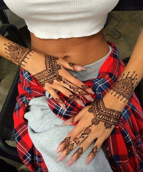 5 Delicate Henna Tattoo Designs