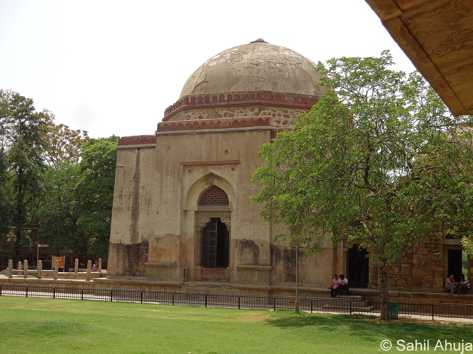 hauz khas Hauz khas, originally a residential enclave of south delhi, immersed in the greenery of its deer park, has morphed into a great place to feel the pulse of india's creative scene.