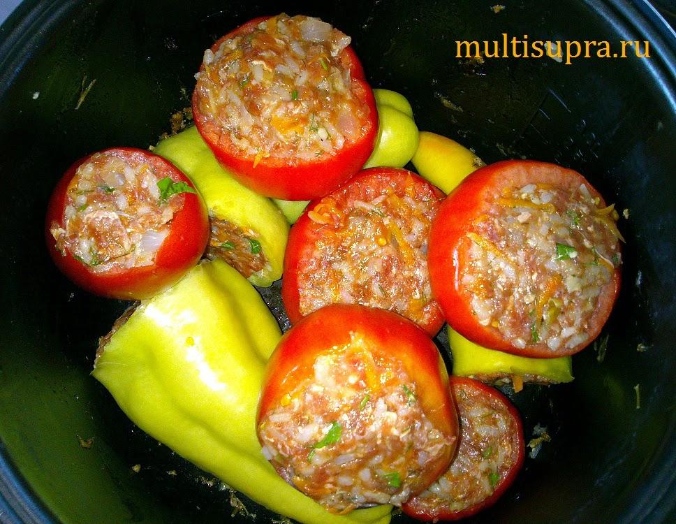 наполнить помидоры фаршем, уложить слоями в чашу