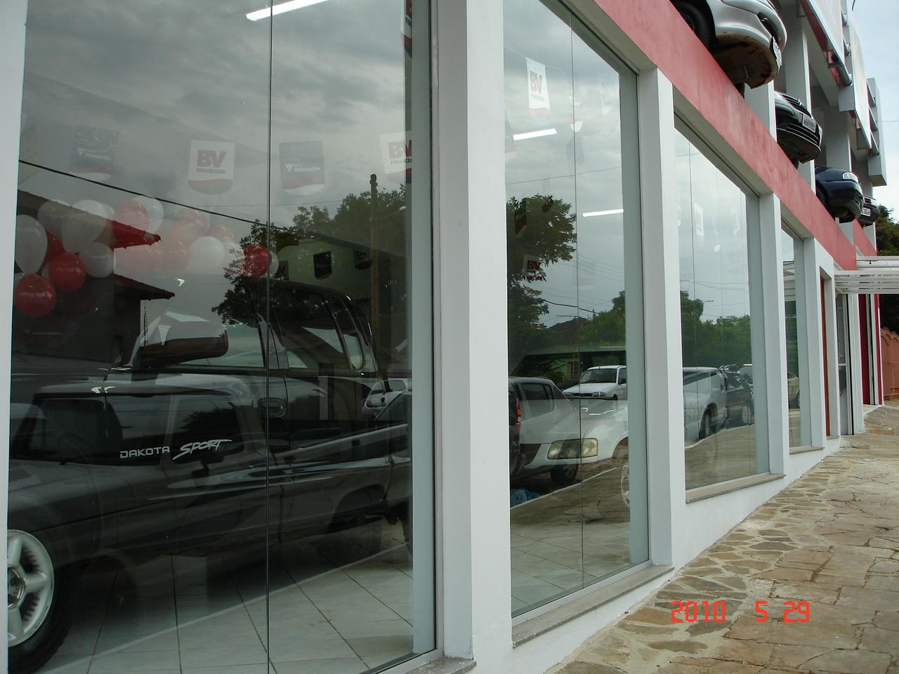 #6C433B VIDROMAX Ibirubá RS: Fachada de loja em vidro temperado incolor 10mm 334 Janelas De Vidro Temperado No Rs