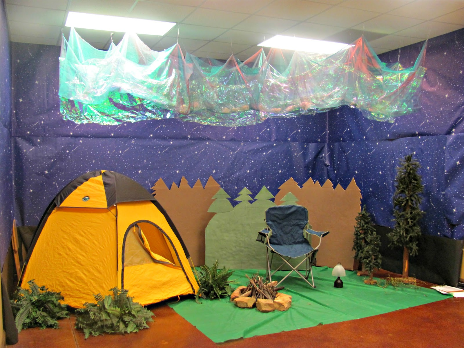 Vbs room can we light up our rocket camp zoom for Camping room decor