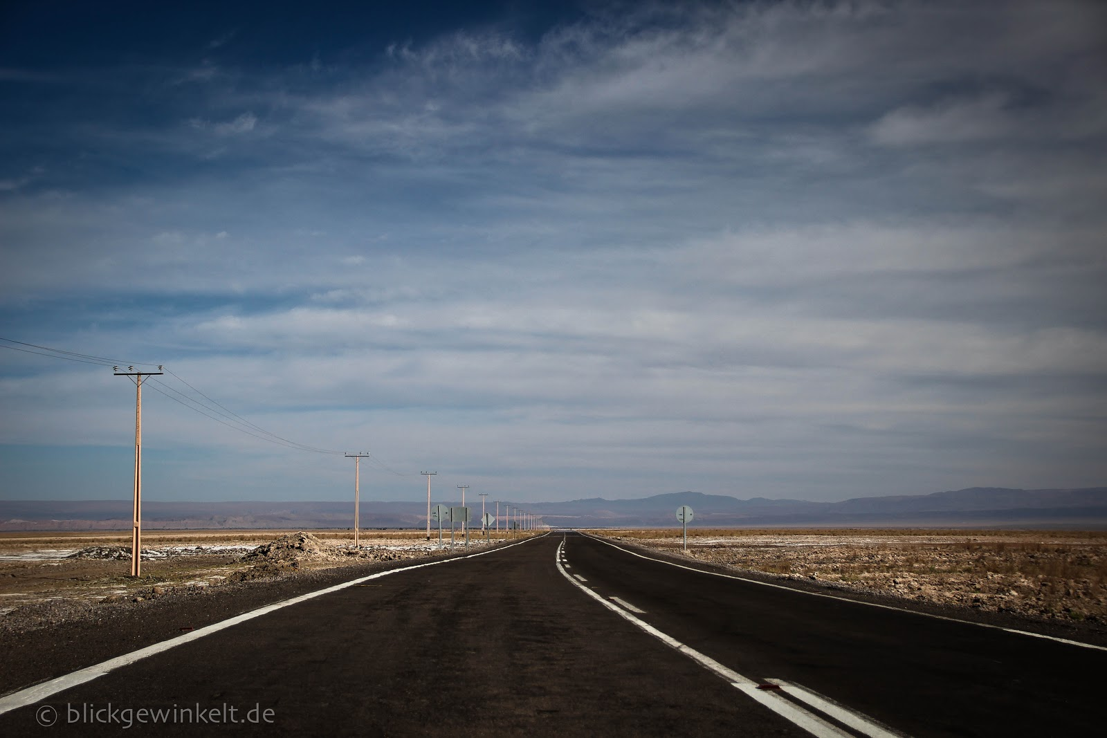 Endlose Straßen in der Atacama