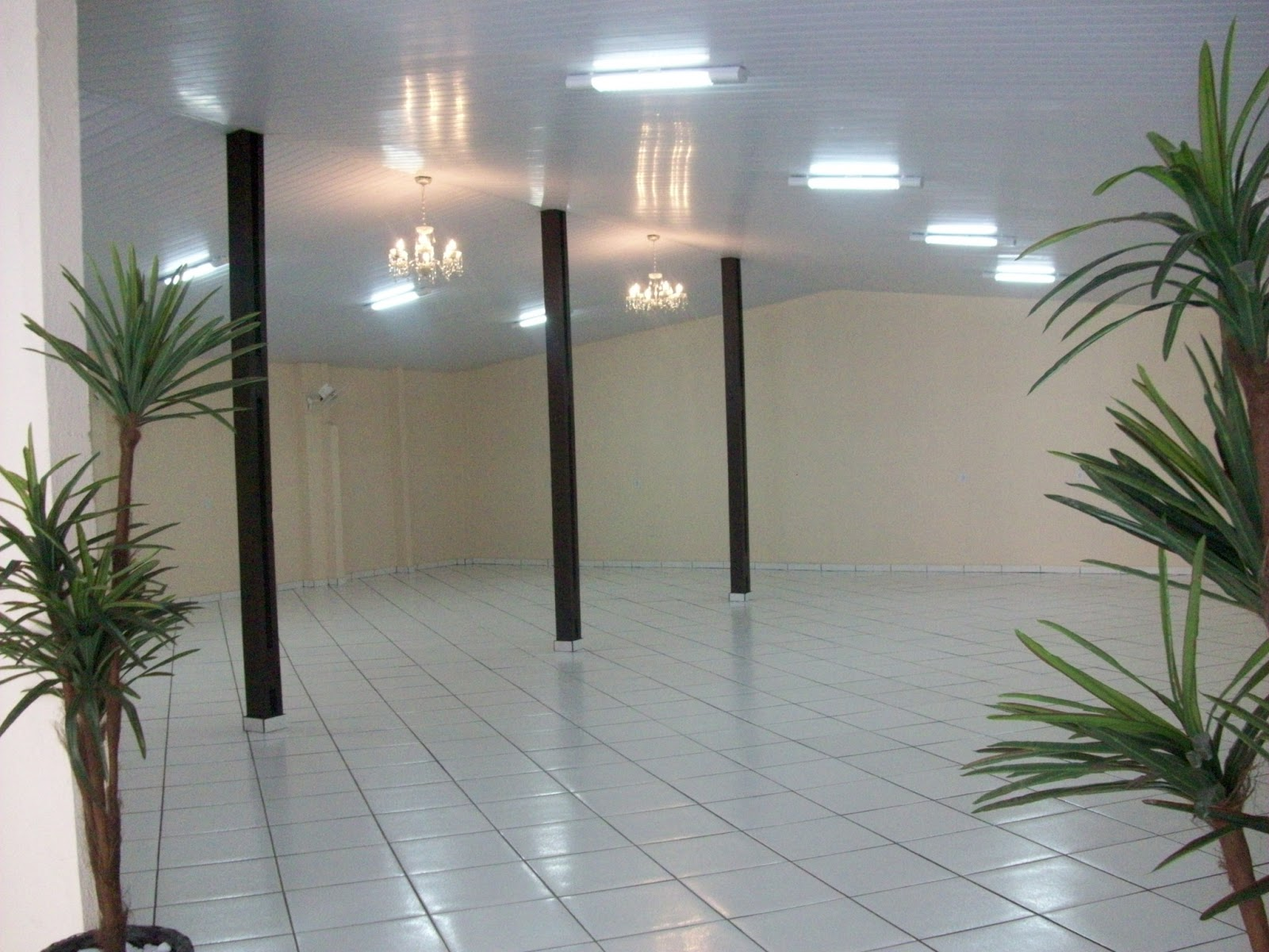 Imagens de #7D634E  Novo Espaço Monge Festas e Eventos Salão Fraldário e Banheiros 1600x1200 px 2924 Box Banheiro Goiania Jardim America