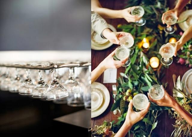 copas de cristal y mesa sencilla