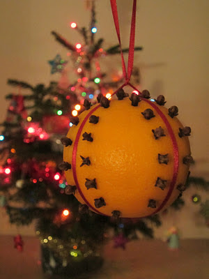 homemade orange pomander clove chirstmas decoration