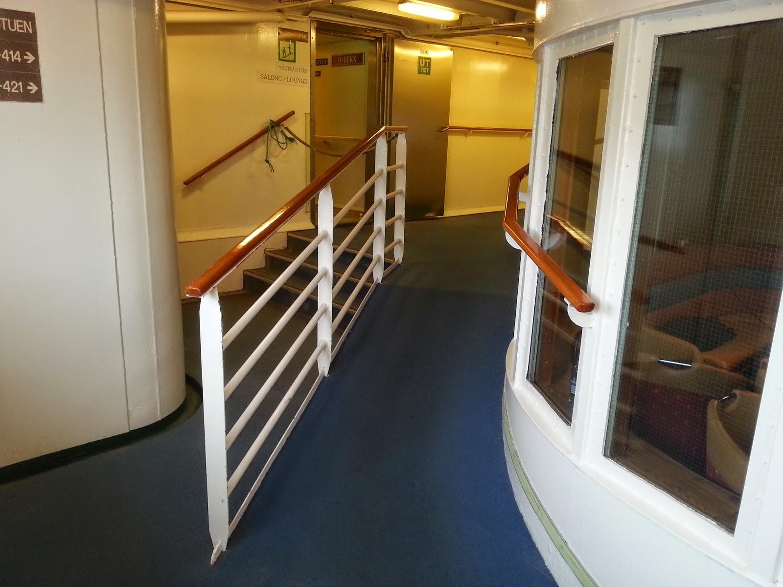 Hurtigruten MS Vesterålen - Passageway