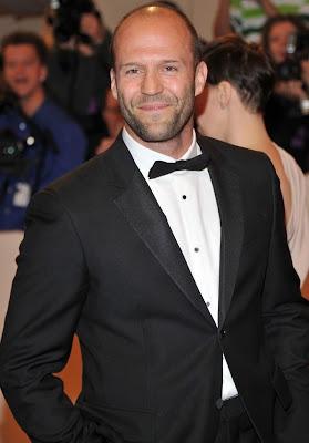 Foto de Jason Statham en terno muy elegante
