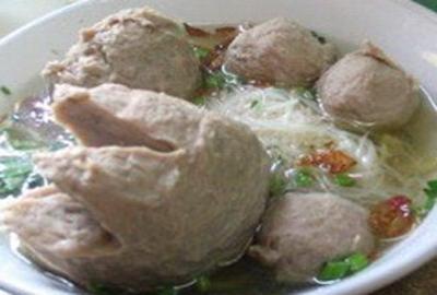 http://resepmasakan13.blogspot.com/2014/10/cara-membuat-bakso-solo-yang-enak.html