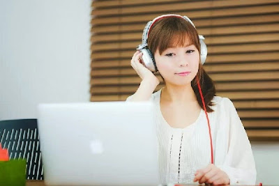 難聴 ヘッドホン イヤホンやヘッドホンで難聴になる原因と改善方法|にじいろ補聴器