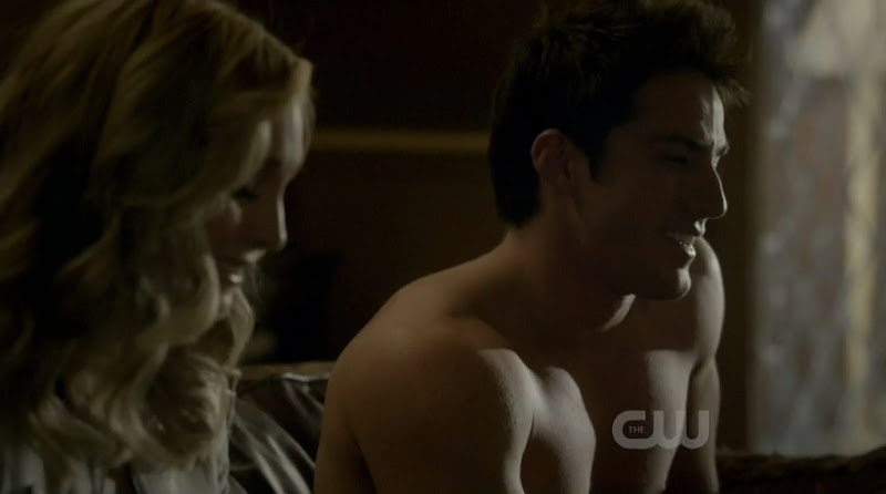 Michael Trevino Shirtless on The Vampire Diaries s2e21