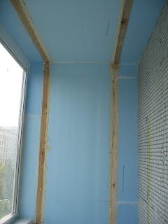 Стены лоджии утеплены экструдированным пенополистриролом.
