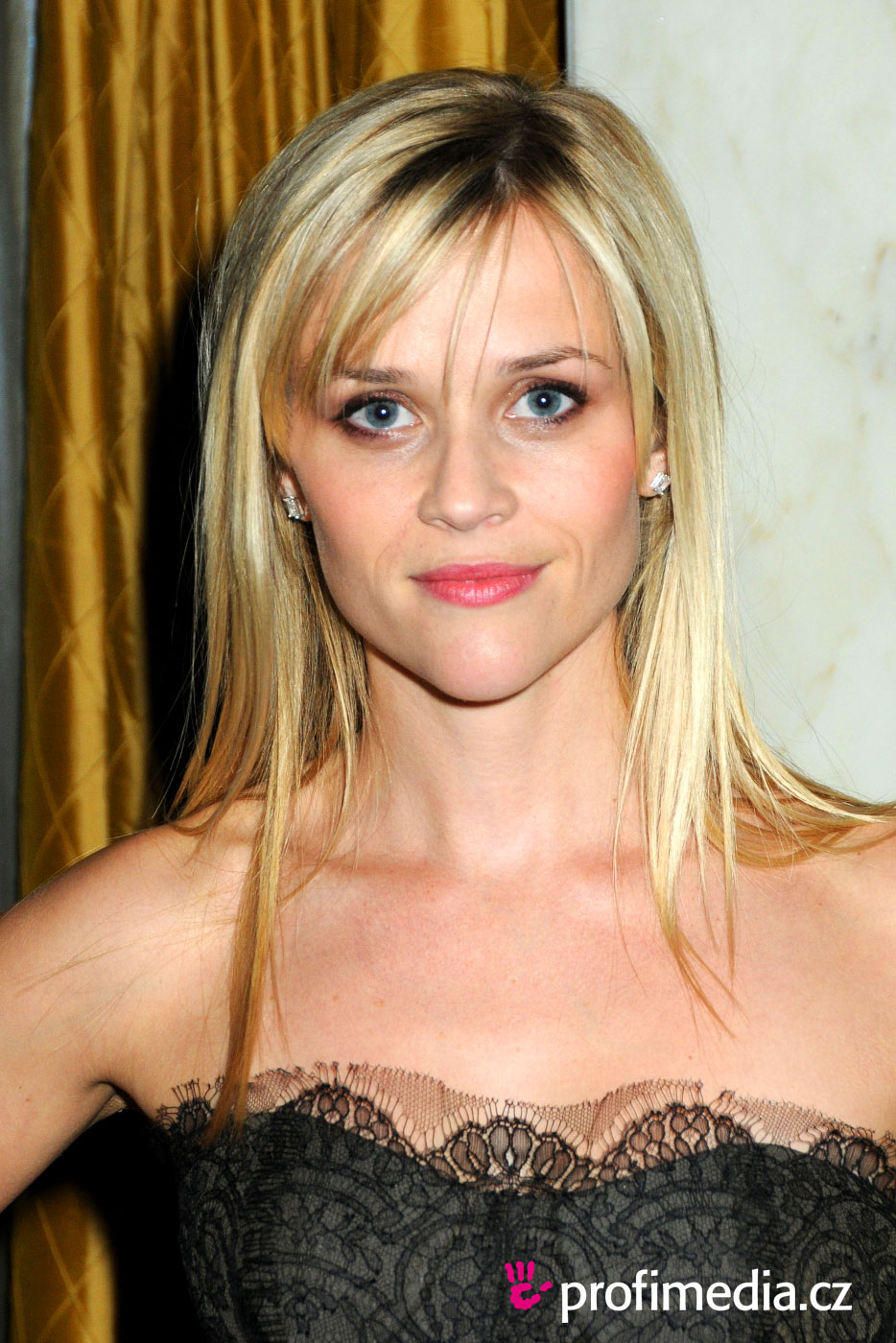 Trendystyle Copy Reese Witherspoons Updo Hairstyle