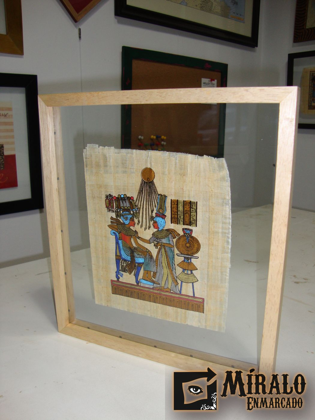 Enmarcado De Papiro Egipcio En Doble Vidrio