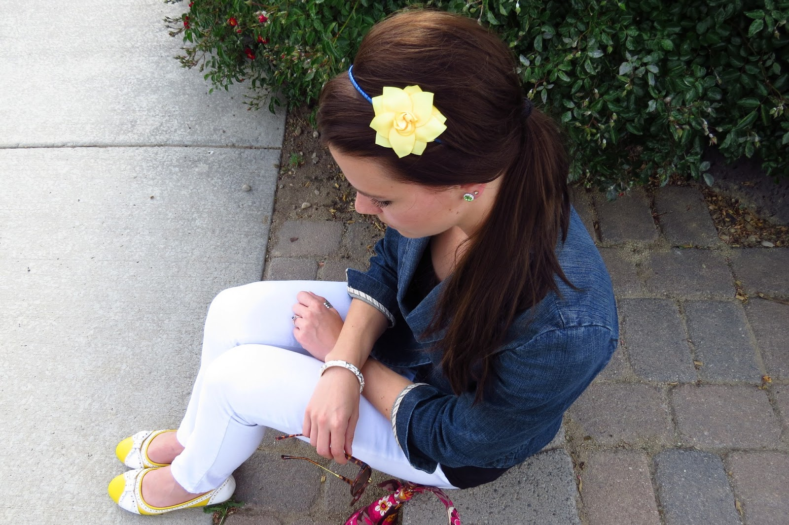 denim blazer, white pants, yellow flower headband