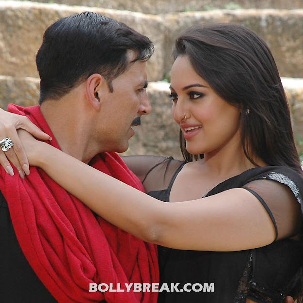 Sonakshi Sinha Black Saree Pic from rowdy rathore with akshay kumar