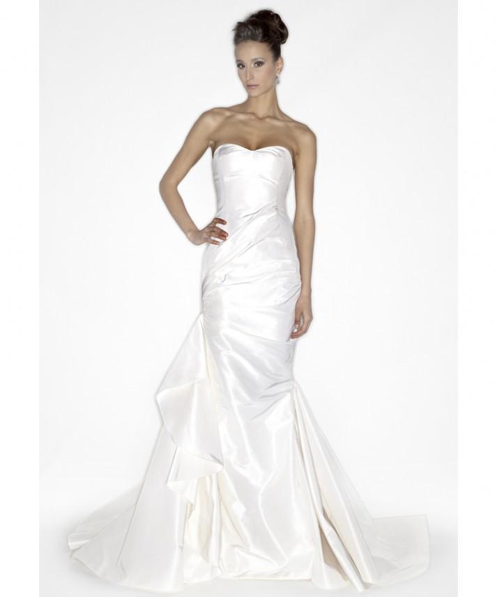 Wedding event dress that women love 3 tips mermaid bridal for Mermaid shape wedding dress