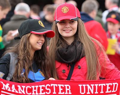 Cute Manchester United Girls 2013 Beautiful Fans England Hd Desktop Wallpaper