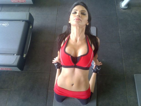 sherlyn chopra workout unseen actress pics