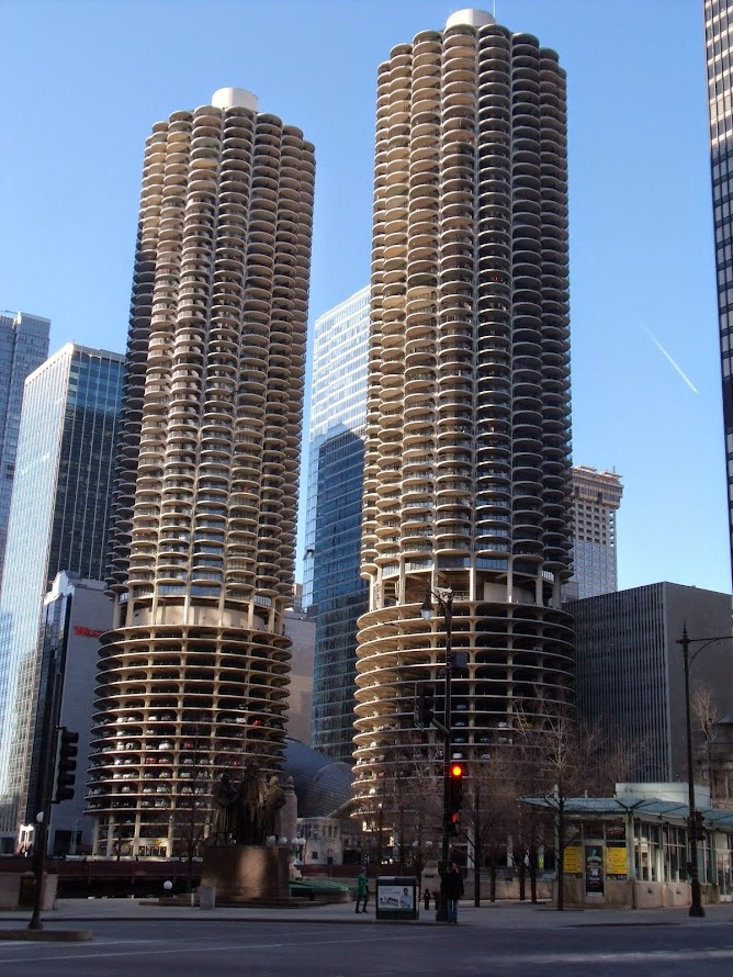 Marina City from State & Wackerast Wacker Drive