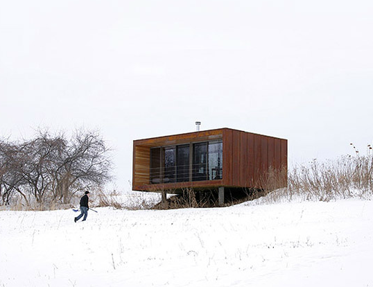 Wee house by Alchemy Architects in winter