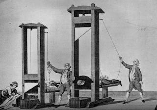 ثلاثة اشخاص حكم عليهم بالاعدام ظلما وهم : محامى - رجل دين - عالم فزيائي .بقطع رقبته بالمقصلة  اقوال وحكم قصص وعبر